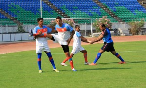 (From left) Raju Gaikwad, Robin Singh and Mehtab Hossain during a limbering session with Team physio Gigi George.